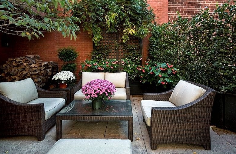 Decorating Ideas for patio fence